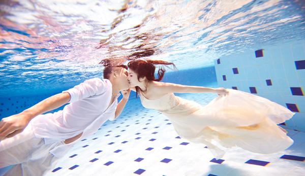 Bí quyết chụp hình cưới dưới nước đẹp