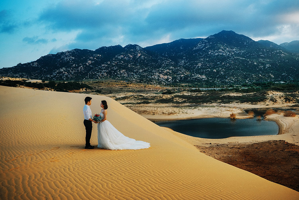 Chụp ảnh cưới tại đồi cát Nam Cương
