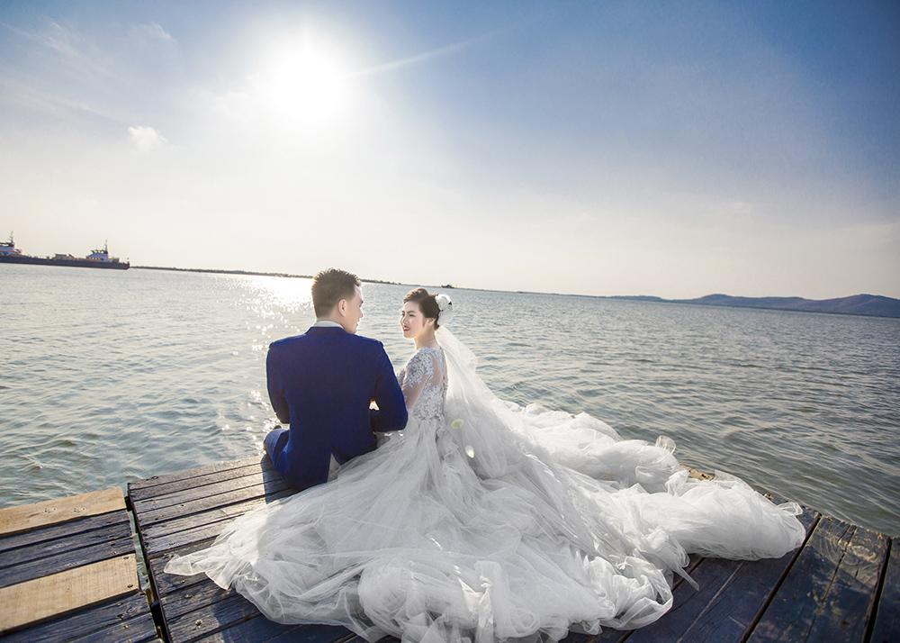 Chụp hình cưới đẹp dưới biển tại Áo Cưới Quỳnh Châu